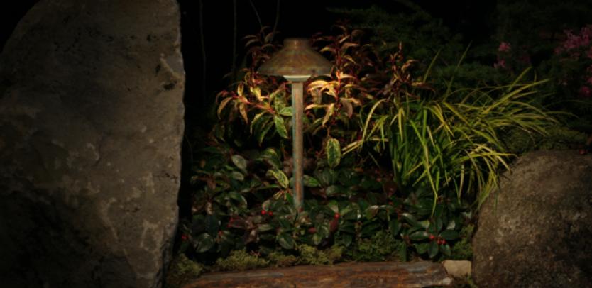 DL Incandescent Path Light